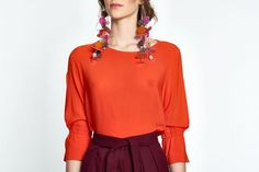 Let the colour talk with this fittingly simple top. With its loose fit, curved neckline and ¾ sleeved loose fit orange top with a twist on the sleeves, the soft touch of the viscose makes for a great business outfit or a relaxed jeans weekend look. Business Outfits, Loose Fit, How To Make, How To Wear, Bell Sleeve Top, Neckline, Ootd, Touch, Colour