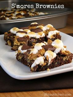 S'mores Brownies - easy recipe to transform basic brownies into a s'more inspired treat!