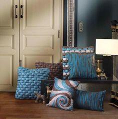 si buscas cojines elegantes pero con un toque de color diferente, no lo dudes y decantate por los chocos y azules