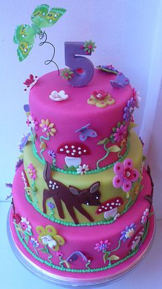 Cake for Fleur made by Patricia de Groot owner of Sweet Things in Utrecht. Big Cakes, Cute Cakes, Fondant Cakes, Cupcake Cakes, Bambi, Foto Pastel, 5th Birthday Cake, Woodland Cake, Animal Cakes