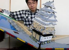 The Japanese Talapz is back with hisLEGO Pop-up Castle, an impressive new creation for which he has reproduced the Himeji medieval castleas a giant pop-up b
