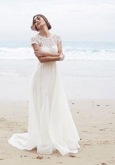 senza maniche strascico a terra trapezio organza a barchetta applique abito da sposa