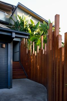 25 Perfect Privacy Fence Designs for Backyard That You Can Consider - Modern Design Landscaping Around Pool, Backyard Landscaping, Backyard Ideas, Fence Ideas, Backyard Designs, Diy Fence, Privacy Fence Landscaping, Pool Fence, Backyard Fences