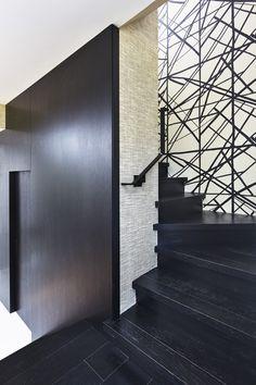 shelborne townhouse Lee Jofa Channels wallpaper stairway hallway