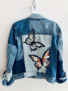 Kids Denim Jacket, Painted Denim Jacket, Painted Jeans, Painted Clothes, Denim On Denim, Hand Painted, Painted Roses, Denim Jacket Patches, Denim Jackets