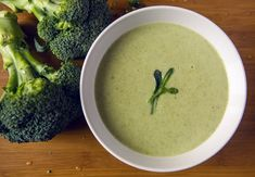 Broccoli and Spinach Detox Soup – Dr. Don Colbert Getting more vegetables into your diet doesn't have to be difficult! Broccoli And Zucchini Recipe, Broccoli And Stilton Soup, Spinach Soup, Broccoli Soup, Spinach Recipes, Soup Recipes, Clean Recipes, Healthy Recipes, Vegetarian Cabbage