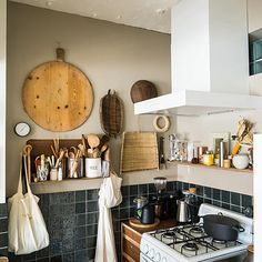 Small designed kitchen: 100 models perfect to inspire you - Home Fashion Trend Messy Kitchen, Kitchen Dining, Unfitted Kitchen, Bathroom Sink Decor, Japanese Kitchen, Korean Kitchen, Kitchen Models, Japanese Interior, Kitchen Organization