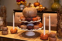 fall table setting featuring a cupcake stand #falldecorating