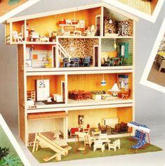 Hanse dukkehus Hanse huse kunne udvides med to udvidelser - en kælder og en garage gulv, der blev solgt separat.  her ses den med med forlængelse af gulv i garage , fra 1977 eller senere