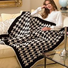 A classic houndstooth pattern and easy-care yarn mean this throw will look great for years to come.  Click on the link in our profile to download the free crochet pattern and buy the yarn, or search for LW5044 Houndstooth Throw on RedHeart.com.  #crochet #crochetersofinstagram #freepattern #redheartyarns