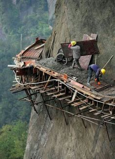 World's most dangerous rail-way tracks being built...these men working up-there must be crazy!
