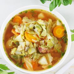 Kapuśniak z młodej kapusty. Cabbage Soup With Young Sprouts. Cabbage Soup, Goulash, Thai Red Curry, Ramen, Sprouts, Stew, Soup Recipes, Vegan, Ethnic Recipes