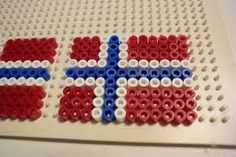 Bilderesultat for pynt diy Norwegian Flag, Crochet Bedspread Pattern, Cross Stitch Flowers, Sprinkles, Beads, Crafts, Diy, Spring, Holiday