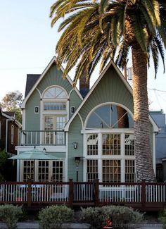 Herkesin bir ev hayali vardır. Ev sahibi olanlar bile bu hayali tekrar tekrar kurarlar. Çünkü insanlar yoruldukları metropolden kurtulmak is...