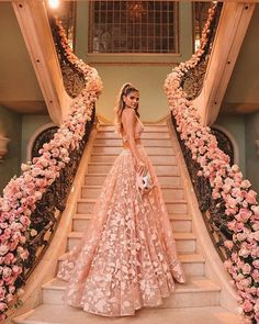 Thássia Naves de vestido de festa longo rose para o Bal Masqué