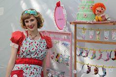 Craft Show Display {clothespins, chicken wire}