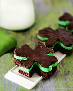 I think I am ready for football season again...looking for Irish Tailgate food...Chocolate and Mint Shamrock Brownies from At The Picket Fence #NotreDame