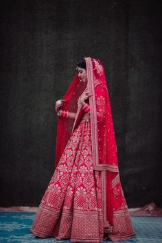 A Stunning Delhi Wedding With The Bride In A Ravishing Red Lehenga Indian Lehenga, Indian Wedding Lehenga, Red Lehenga, Bridal Lehenga Choli, Lehnga Dress, Punjabi Wedding, Designer Bridal Lehenga, Indian Bridal Outfits, Indian Bridal Fashion