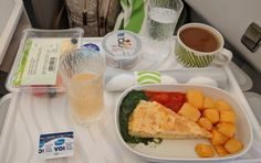 Flying a short-haul flight on business class is usually not a memorable experience, at least inside Europe. Finnair HEL-LHR is one of the rare exceptions. Blueberry Fruit, Different Wines, Breakfast Of Champions, Breakfast Options, Business Class, London Travel, Helsinki, Fresh Rolls, How To Memorize Things