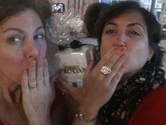 Mari Ajo con su anillo personalizado  Ajo
