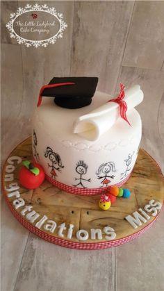 Graduation Graduation cake for a primary school teacher School Cupcakes, School Cake, Fondant Cakes, Cupcake Cakes, Teacher Cakes, Cakes For Teachers, College Graduation Cakes, Ladybird Cake, Retirement Cakes