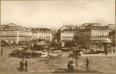 Praça Duque da Terceira (Cais do Sodre) Old Pictures, Old Photos, Lisbon Portugal, Back In The Day, Time Travel, Paris Skyline, Street View, World, City