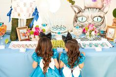 You'll be mad for this Alice in Wonderland birthday party at Kara's Party Ideas. Complete with tea cups, the Cheshire Cat, and more! Book Birthday Parties, 3rd Birthday, Tea Parties, Birthday Ideas, Plants Vs Zombies, Alice Book, Alice Tea Party, Tea Party Decorations, Alice In Wonderland Tea Party
