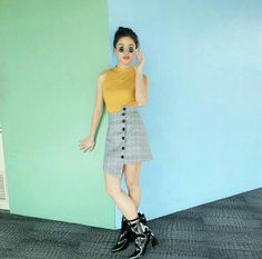Retro vibe with matching ankle boots! Kisses Delavin, you're a living barbie doll. Living Barbie, Angel Kisses, Makeup Blush, Natural Makeup, Ulzzang, Barbie Dolls, High Waisted Skirt, Ankle Boots, Ootd