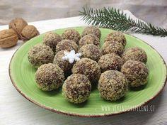 Ořechové kuličky s datlemi (bezlepkové) Christmas Cookies, Sweet Tooth, Almond, Muffin, Food And Drink, Gluten, Favorite Recipes, Sweets, Paleo