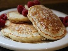 Biggest Loser Oatmeal Pancakes: 181 Calories, 2.7g Fat, 10mg Cholesterol, 361mg Sodium, 20g Carbs, 2.8g Fiber per serving #Pancakes #Light