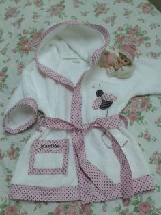 Bata de toalla! !!! Dream Kids, Silk Kimono Robe, Spa Party, Baby Crafts, Baby Sewing, Baby Quilts, Little Girls, Girl Outfits, Clothes