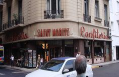 Se mantiene como las clásicas confiterías la Saint Moritz. Calles Paraguay y Esmeralda. Buenos Aires.