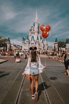 Girly Disneyland Paris Stil Walt Disney World / / Disney Style / / Disney Tee / / . Disneyland Photography, Disneyland Photos, Disneyland Outfits, Disney World Outfits, Disneyland Outfit Summer, Disneyland Paris, Cute Disney Outfits, Hongkong Disneyland Outfit, Disneyland Orlando