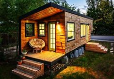 7 Extraordinary Inspirations of Modern Tiny House Design - Having a small living space doesn't prevent you from pursuing your dream home. Surprisingly, a modern tiny house design can give you more in return. Learn more here. Tiny House Rheinau, Tiny House Exterior, Building A Tiny House, Tiny House Trailer, Modern Tiny House, Tiny House Living, Tiny House Plans, Tiny House On Wheels, Build House