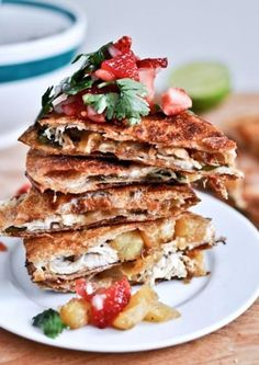 Caramelized Pineapple Quesadillas with Spicy Strawberry Salsa.whole wheat tortillas stuffed with caramelized pineapple, some grilled chicken, and tons of cheese and some fresh herbs crisped in coconut oil and served with a strawberry salsa Think Food, I Love Food, Low Calorie Recipes, Healthy Recipes, Weekly Recipes, Cheap Recipes, Healthy Options, Strawberry Salsa, Fruit Salsa