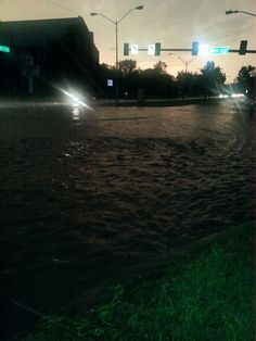 Shot of bad flooding at NW 12 & Pennsylvania Ave. Do not drive into water. #okcfox pic.twitter.com/Ii10kh0QsX  5/31/2013