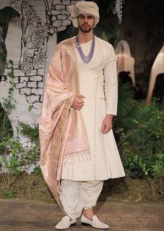 Pinterest: @pawank90 Mens Indian Wear, Mens Ethnic Wear, Indian Groom Wear, Indian Men Fashion, Indian Wedding Outfits, Indian Outfits, Western Outfits, Men's Fashion, Sherwani Groom