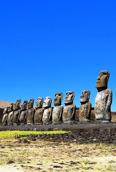 Moais - Easter Island Beautiful Places In The World, Wonderful Places, Statues, Wanderland, Easter Island, Ancient Mysteries, City Landscape, Historical Sites, World Heritage Sites