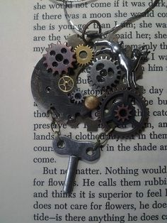 Love the wind up key!
