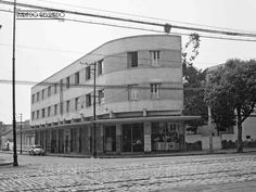 Av. Rio Branco esquina com a Rua Braz Bernardino, em setembro de 1955 (Foto autoria de Bastos Fotógrafo).
