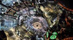 Pandangan udara menunjukkan ribuan umat Muslim memadati Kakbah yang terletak di Masjidil Haram pada malam Lailatul Qadar di kota Mekkah, 14 Juli 2015. (REUTERS/Ali Al Qarni)