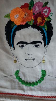 Frida totalmente bordada a mano