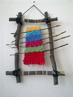 2.lk Weaving Projects, Weaving Art, Tapestry Weaving, Loom Weaving, Fabric Art, Fabric Crafts, Camping Crafts, Nature Crafts, Art Plastique