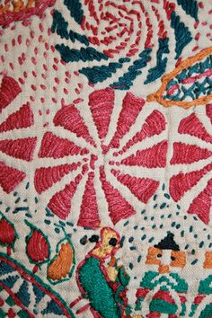 Love the spiral/flowery Kantha detail -#stitch inspiration