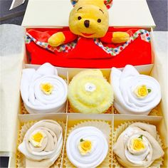 This cupcake gift set will be adored by any little baby girl or boy! Featuring a gorgeous Winnie The Poo comforter. Comes presented in a white or ivory gift box tied in a bow with ribbon. Cupcake contents  x1 Ivory or white gift box x1 Winnie The Pooh Comforter x1 White bib x2 White short sleeve bodysuits (0-3 or 3-6 or 6-12) x1 Cotton washcloth x3 pairs of neutral socks (0-3 or 3-6 or 6-12) Contains cotton wool and artificial flowers x1 handmade gift card (please insert message at checkout)