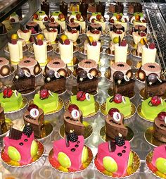 French Pastries and 10 Top Patisseries in Paris – Food Lover's Odyssey - Pastry Patisserie Paris, Patisserie Fine, French Patisserie, Pastry Art, Pastry Shop, Sweet Pastries, French Pastries, Cupcakes, French Cake