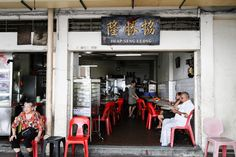 Heap Seng Leong is one of my regular breakfast spot whenever my foreigner friends are in Singapore for a visit. Chinese Bar, Resort Interior, Street Coffee, Singapore Photos, Chinese Architecture, British Colonial, Restaurant Design, Fun Drinks, Store Design