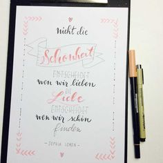 Letter Lovers: tradonde zu Gast im Handlettering Interview Letter Lovers tradonde: Hand lettering saying: It's not the beauty that decides who we love. Love decides who we find beautiful. Handwritten Fonts, Calligraphy Fonts, Sophia Loren, Letters Tattoo, Diy Crafts To Do, Pinterest Blog, Hand Lettering, Interview, Life Quotes