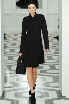 See the complete Victoria Beckham Fall 2011 Ready-to-Wear collection.