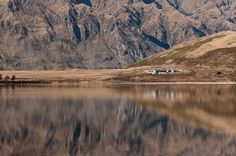 Central Otago House is a traditional mountain refuge designed by New Zealand studio Sumich Chaplin Architects. This mountain house is . Central Otago, Lake Wanaka, Holiday Places, Residential Architecture, New Zealand, Beautiful Places, House Design, Garden Design, Exterior